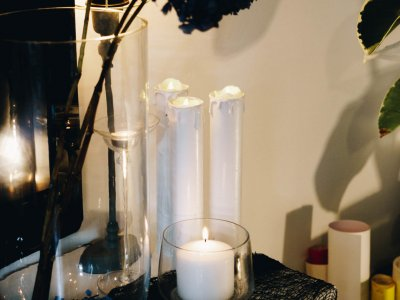 Halloween: DIY Kerzen aus Küchenrollen