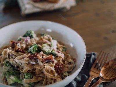 Fettuccine mit cremiger Karfiol-Sauce