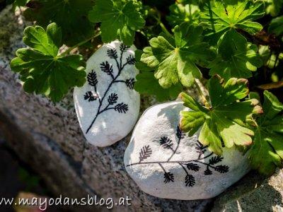 Gartenkunst auf Steinen und Gartenimpressionen im Altweibersommer