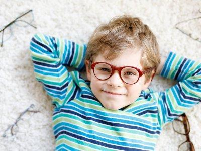 Braucht mein Kind eine Brille? Tipps für Eltern