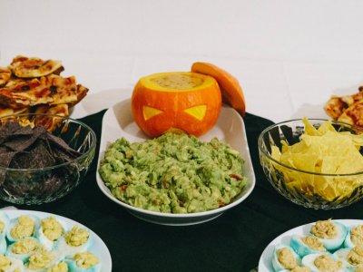 Halloween: der kotzende Guacamole-Kürbis