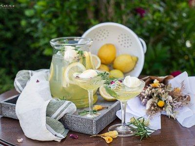 Zitronen Rosmarin Bowle mit Zitronen-Sorbet