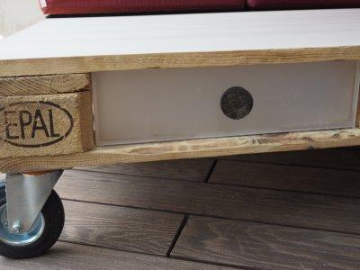 DIY: Palettentisch mit Schubladen aus Plexiglas