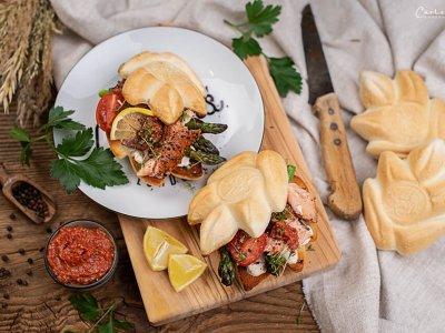Frühlings Lachs Burger mit Spargel