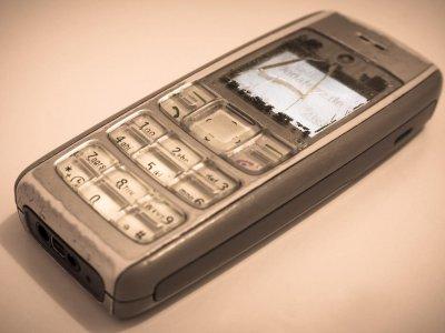 8 Dinge, die du kennst, wenn du in den Nullerjahren ein Handy hattest
