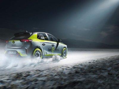 Opel mit batterie-elektrischem Rallyeauto in Frankfurt