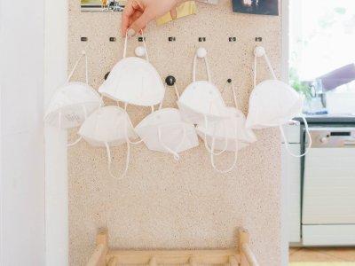 DIY Vorzimmer: Praktische Mundschutz-Aufhängung