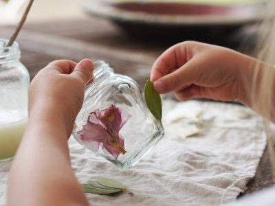 Blumenlichter. Erinnerungen an besondere Momente | Upcycling mit gepressten Blumen