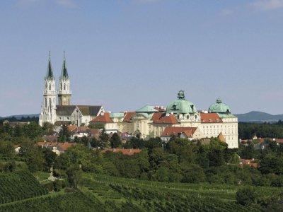 Gewinne ein Geschenkset aus dem Stift Klosterneuburg + Besucher*innen-Tickets