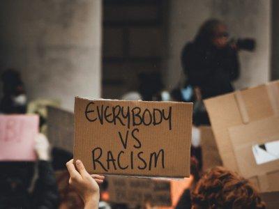 Podcasts für den Kampf gegen Rassismus und Diskriminierung