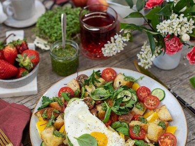 Italienischer Frühstücks Panzanella mit Petersilien-Gremolata