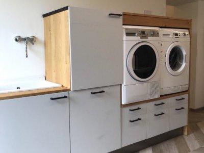 Aus einer alten Ikea-Küche wurde eine wunderschöne Waschküche.