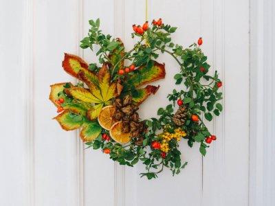 Herbstdeko: DIY Herbstlaub-Türkranz