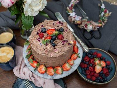 Milka Haselnusscreme Torte mit Beeren