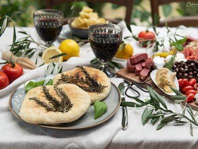 Oliven Focaccia mit Rosmarin