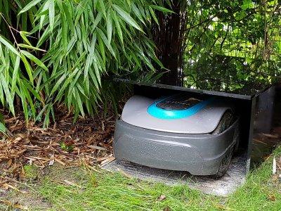DIY-Bauanleitung: Wetterfeste Rasenroboter-Garage aus Acrylglas