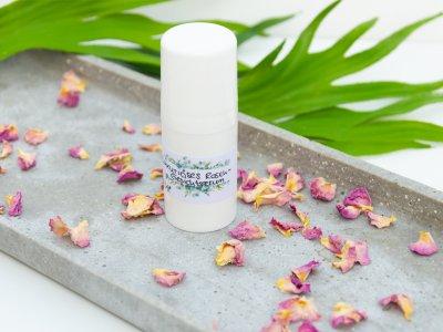 Luxus pur für deine Haut: Feuchtigkeitsspendendes Rosenserum fürs Gesicht